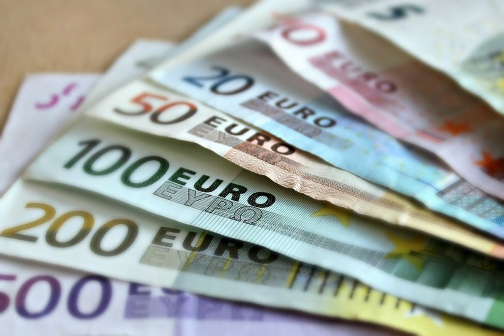 kde nakoupit eura