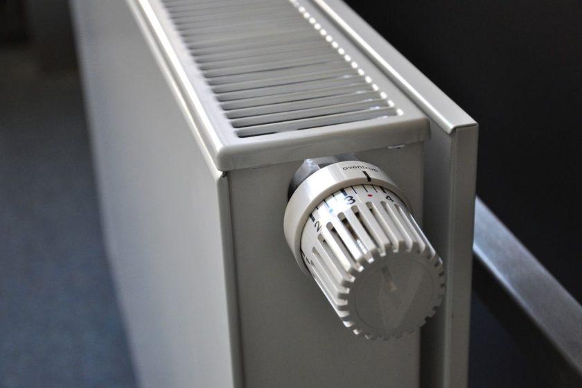 topení plynem nebo elektřinou